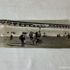 Coleccionismo deportivo: FOTO ENTRENAMIENTO ANTIGUO ESTADIO CASTALIA, CASTELLÓN AÑOS 50/60. Lote 202443323