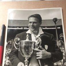 Coleccionismo deportivo: JAROSLAV DROBNY WIMBLEDON 1954 FOTO PRENSA. Lote 202736670
