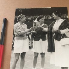 Coleccionismo deportivo: MAUREEN CONNOLLY WIMBLEDON FOTO DE PRENSA. Lote 202737346