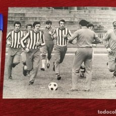 Coleccionismo deportivo: F8063 FOTO FOTOGRAFIA ORIGINAL DE PRENSA ARGES PITESTI ENTRENAMIENTO EN MADRID. Lote 205669963