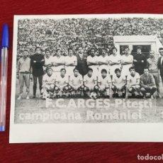 Coleccionismo deportivo: F8064 FOTO FOTOGRAFIA ORIGINAL DE PRENSA ARGES PITESTI PLANTILLA ALINEACION 1972. Lote 205670047