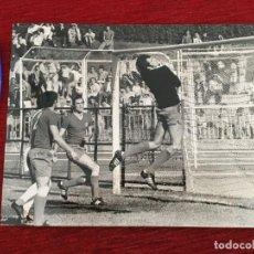 Coleccionismo deportivo: F8067 FOTO FOTOGRAFIA ORIGINAL DE PRENSA REAL MADRID AMANCIO (28-5-1972) FUTBOL BALONCESTO. Lote 205670711