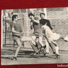 Coleccionismo deportivo: F8068 FOTO FOTOGRAFIA ORIGINAL DE PRENSA REAL MADRID AMANCIO (28-5-1972) FUTBOL BALONCESTO. Lote 205670790
