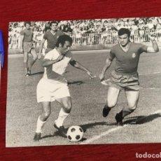 Coleccionismo deportivo: F8069 FOTO FOTOGRAFIA ORIGINAL DE PRENSA REAL MADRID AMANCIO (28-5-1972) FUTBOL BALONCESTO. Lote 205670815