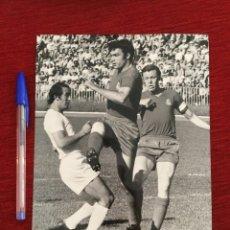 Coleccionismo deportivo: F8070 FOTO FOTOGRAFIA ORIGINAL DE PRENSA REAL MADRID AMANCIO (28-5-1972) FUTBOL BALONCESTO. Lote 205670845