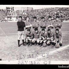 Coleccionismo deportivo: *** ANTIGUA FOTO DE LA PLANTILLA DEL SEVILLA CF. AÑOS 60 ***. Lote 205682907
