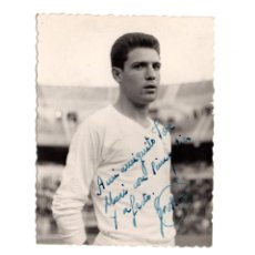 Coleccionismo deportivo: REAL MADRID.- FOTOGRAFÍA DEDICADA GROSSO. AÑOS 60. 9X7.. Lote 206253665