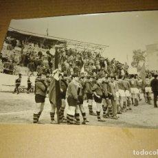 Coleccionismo deportivo: FOTOGRAFIA ORIGINAL FUTBOL SEVILLA MEDIDAS 13 X 18 CM. Lote 206896000