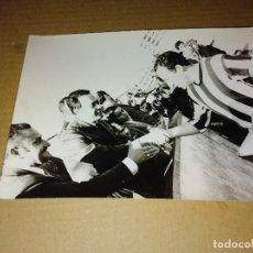 Coleccionismo deportivo: FOTOGRAFIA ORIGINAL FUTBOL SEVILLA MEDIDAS 13 X 18 CM. Lote 206896420