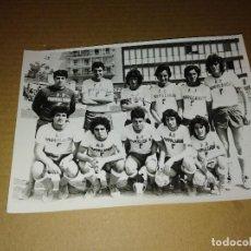 Collectionnisme sportif: FOTOGRAFIA ORIGINAL FUTBOL SEVILLA EQUIPO FUTBOL PAPPALARDO 1975 MEDIDAS 13 X 18 CM. Lote 206897023