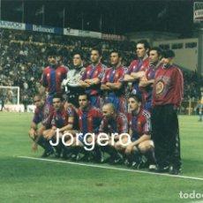 Coleccionismo deportivo: F.C. BARCELONA. ALINEACIÓN PARTIDO COPA DEL REY 1996-1997 EN EL INSULAR CONTRA LAS PALMAS. FOTO. Lote 206951442