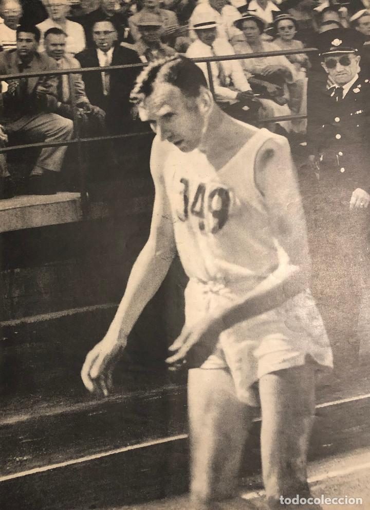 CORREDOR JAMES HENRY PETERS DESFALLECE EN MARATÓN DE VANCOUVER. PÁGINA DE REVISTA 1954. 27 X 36 CM. (Coleccionismo Deportivo - Documentos - Fotografías de Deportes)