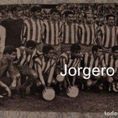Coleccionismo deportivo: AT. MADRID. ALINEACIÓN CAMPEÓN COPA GENERALÍSIMO 1964-1965 EN EL BERNABÉU CONTRA EL ZARAGOZA. FOTO. Lote 207565083
