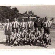 Coleccionismo deportivo: TARJETA POSTAL FOTOGRAFICA EQUIPO FUTBOL SAN SEBASTIAN. C. 1940. FOTOCAR. Lote 210015875