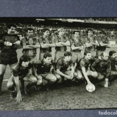 Coleccionismo deportivo: FOTOGRAFÍA ORIGINAL PLANTILLA FC BARCELONA TEMP. 1987/88 BERND SCHUSTER, GARY LINEKER, MIGUELI. Lote 210547345