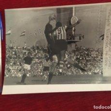 Coleccionismo deportivo: F8462 FOTO FOTOGRAFIA ORIGINAL DE PRENSA VECCHI MILAN 5-0 ATHLETIC BILBAO(31-8-1970) TROFEO CARRANZA. Lote 210578202