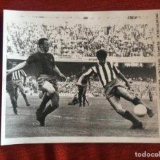 Coleccionismo deportivo: F8467 FOTO FOTOGRAFIA ORIGINAL DE PRENSA ATLETICO MADRID BARCELONA GALLEGO GARATE. Lote 210578805