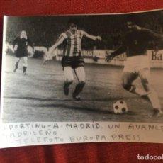Coleccionismo deportivo: F8469 FOTO FOTOGRAFIA ORIGINAL DE PRENSA SPORTING GIJON ATLETICO MADRID AYALA. Lote 210579156