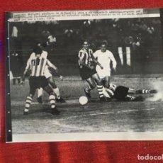 Coleccionismo deportivo: F8472 FOTO FOTOGRAFIA ORIGINAL DE PRENSA PLATENSE ATHLETIC BILBAO ARGOITIA ROJO TOGNETTI. Lote 210579563
