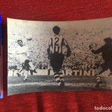 Coleccionismo deportivo: R9769 FOTO FOTOGRAFIA ORIGINAL DE PRENSA ATHLETIC BILBAO 5-0 REAL MADRID (3-2-1970) IRIBAR. Lote 210579755