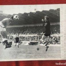 Coleccionismo deportivo: F8473 FOTO FOTOGRAFIA ORIGINAL DE PRENSA OVIEDO 2-1 ATHLETIC BILBAO (15-4-1973)MARRO GOL MARIANIN. Lote 210580202