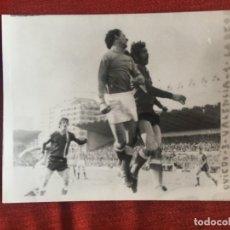 Coleccionismo deportivo: F8474 FOTO FOTOGRAFIA ORIGINAL DE PRENSA OVIEDO 3-1 VALENCIA (11-3-1973) MARIANIN. Lote 210580352