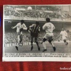Coleccionismo deportivo: F8480 FOTO FOTOGRAFIA ORIGINAL DE PRENSA ATHLETIC BILBAO 0-0 MALAGA (30-4-1972) REMETA ARIETA. Lote 210580792