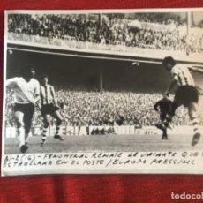 Coleccionismo deportivo: F8481 FOTO FOTOGRAFIA ORIGINAL DE PRENSA ATHLETIC BILBAO 1-0 BURGOS (16-4-1972) REMATE URIARTE. Lote 210581002