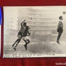 Coleccionismo deportivo: F8490 FOTO FOTOGRAFIA ORIGINAL DE PRENSA ATHLETIC BILBAO ATLETICO MADRID (10-1-1971) SAEZ. Lote 210582285