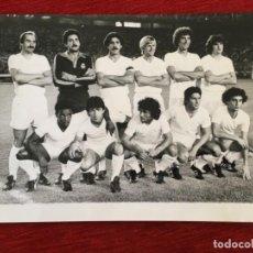 Coleccionismo deportivo: F8592 FOTO FOTOGRAFIA ORIGINAL DE PRENSA ONCE ALINEACION REAL MADRID 1980 JUANITO CUNNINGHAM GALLEGO. Lote 210694211