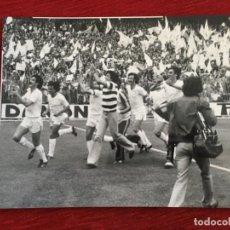 Coleccionismo deportivo: F8593 FOTO FOTOGRAFIA ORIGINAL DE PRENSA CAMPEON LIGA REAL MADRID 3-1 ATHLETIC BILBAO(18-5-1980). Lote 210694354