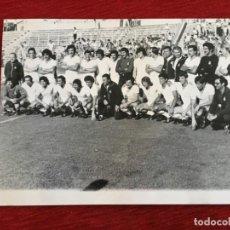 Coleccionismo deportivo: F8595 FOTO FOTOGRAFIA ORIGINAL DE PRENSA PRESENTACION PLANTILLA REAL MADRID (14-7-1978). Lote 210694694