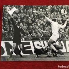 Coleccionismo deportivo: F8600 FOTO FOTOGRAFIA ORIGINAL DE PRENSA REAL MADRID ATLETICO MADRID. Lote 210723912