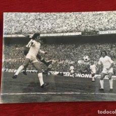 Coleccionismo deportivo: F8602 FOTO FOTOGRAFIA ORIGINAL DE PRENSA ATLETICO MADRID REAL MADRID PIRRI DEL BOSQUE. Lote 210724161