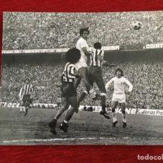 Coleccionismo deportivo: F8604 FOTO FOTOGRAFIA ORIGINAL DE PRENSA ATLETICO MADRID REAL MADRID PEREIRA SANTILLANA. Lote 210724357