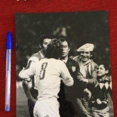 Coleccionismo deportivo: F8605 FOTO FOTOGRAFIA ORIGINAL DE PRENSA ATLETICO MADRID REAL MADRID EUSEBIO REINA. Lote 210724422