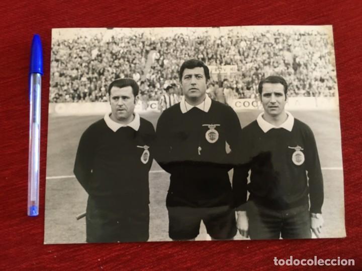 F8671 FOTO FOTOGRAFIA ORIGINAL DE PRENSA ARBITRO COLEGIADO VICENTE FORÉS BACHERO (Coleccionismo Deportivo - Documentos - Fotografías de Deportes)