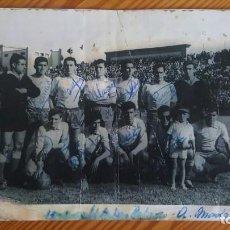 Coleccionismo deportivo: GRAN FOTOGRAFÍA FIRMADA EQUIPO UNIÓN DEPORTIVA LAS PALMAS. 13-01-1961.. Lote 212327431