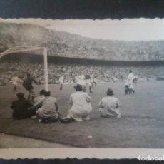 Coleccionismo deportivo: MADRID ESTADIO FUTBOL CHAMARTIN PARTIDO ESPAÑA INGLATERRA 12 MAYO 1949 FOTOGRAFIA 5,5 X 7,5 CMTS. Lote 212488583