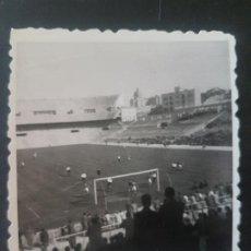 Coleccionismo deportivo: MADRID ESTADIO FUTBOL CHAMARTIN PARTIDO PLUS ULTRA CONQUENSE 1949 FOTOGRAFIA 5,5 X 7,5 CMTS. Lote 212488758