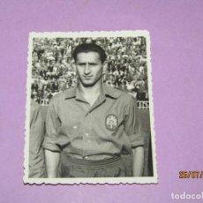 Coleccionismo deportivo: ANTIGUA FOTOGRAFÍA ORIGINAL DE FUERTES EN LA SELECCIÓN ESPAÑOLA DE FUTBOL - AÑO 1950S.. Lote 213134643