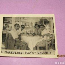 Collezionismo sportivo: ANTIGUA FOTOGRAFÍA CON FUERTES Y OTRAS EN EL RESTAURANTE LA MARCELINA EN VALENCIA PLAYA - AÑO 1940S.. Lote 213136015