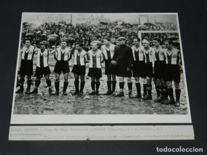 (M) FOTOGRAFIA CÓPIA DE LA ÉPOCA - RCD ESPAÑOL CAMPEÓN COPA TEMP 1928 / 29 RICARDO ZAMORA, SAPRISA (Coleccionismo Deportivo - Documentos - Fotografías de Deportes)