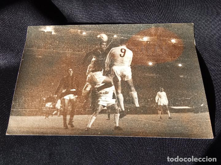 FOTOGRAFÍA ORIGINAL DE DI STEFANO MARCANDO GOL COPA DE EUROPA (Coleccionismo Deportivo - Documentos - Fotografías de Deportes)