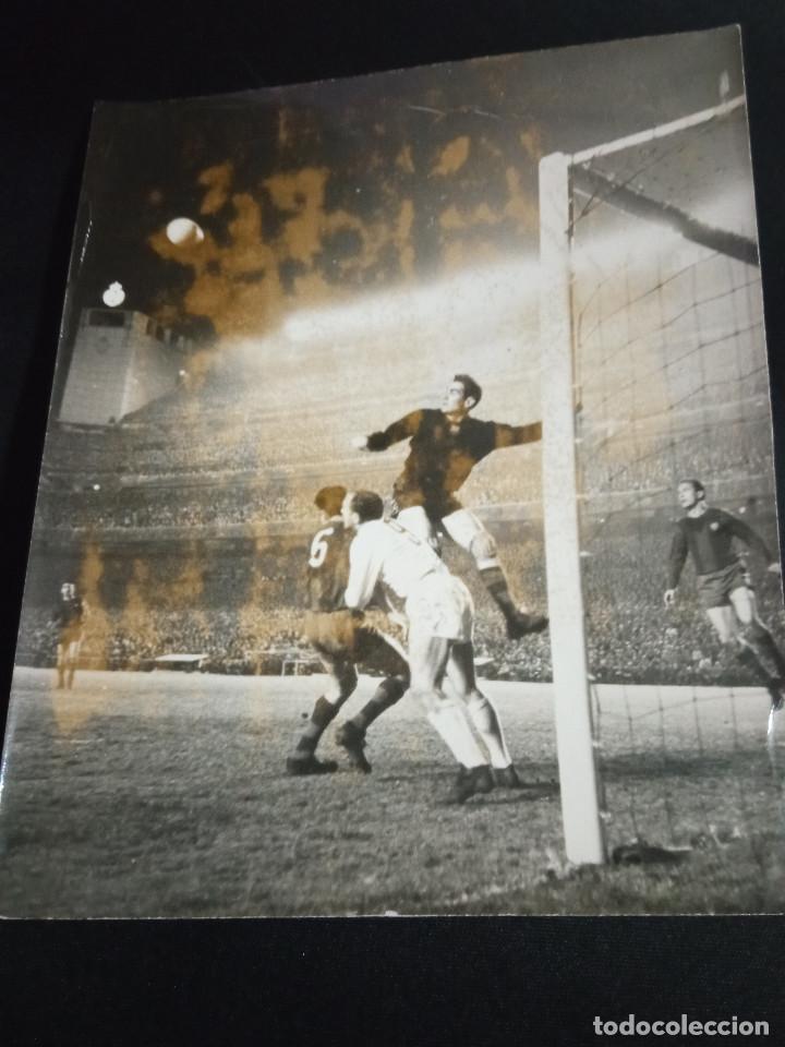 FOTOGRAFÍA RAMALLETS COPA DE EUROPA DEL REAL MADRID-BARCELONA (Coleccionismo Deportivo - Documentos - Fotografías de Deportes)