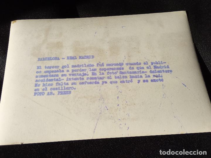 Coleccionismo deportivo: Fotografía Santamaría Real Madrid-Barcelona - Foto 2 - 215597562