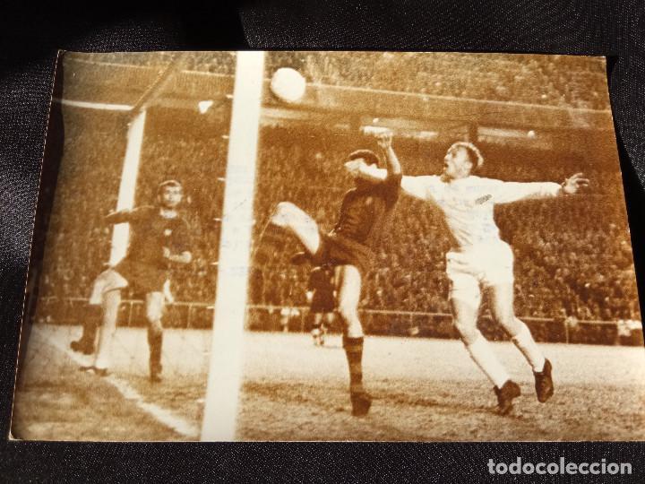 FOTOGRAFÍA SANTAMARÍA REAL MADRID-BARCELONA (Coleccionismo Deportivo - Documentos - Fotografías de Deportes)