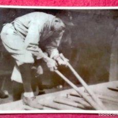 Coleccionismo deportivo: TY COBB (1886-1961), OTRA LEYENDA DEL BÉISBOL SELECCIONANDO UN BATE.. Lote 215911441