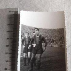 Coleccionismo deportivo: FOTOGRAFIA ORIGINAL JUGADOR F.C BARCELONA AÑOS 40. Lote 217366180