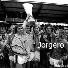 Coleccionismo deportivo: BORUSSIA M. CAMPEÓN COPA UEFA 1974-1975 EN ENSCHEDE (V) CONTRA EL TWENTE. FOTO. Lote 217393927